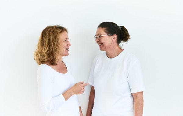 Frau Dr. Löw und Frau Dr. Wintner diskutierend